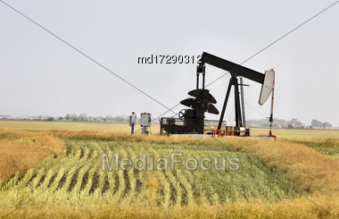 Oil Jack Saskatchewan Canada Gas Fields Energy Stock Photo