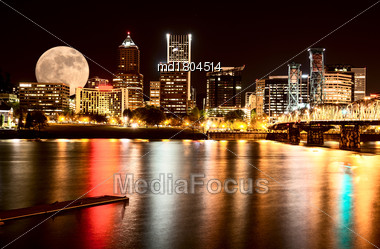Portland Oregon Night Photo Reflection Columbia River USA Stock Photo