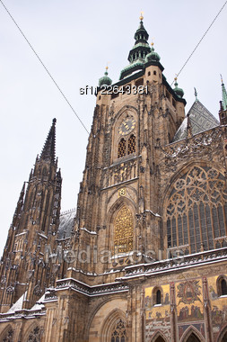 St. Vitus Cathedral in Prague in a beautiful summer day, Czech Republic Stock Photo