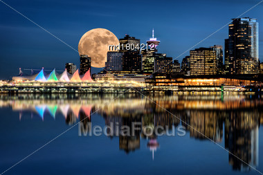 Vancouver Night Full Moon From Stanley Park Stock Photo